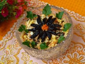"Салат ""Дубок"" с сыром, шампиньонами и курицей"