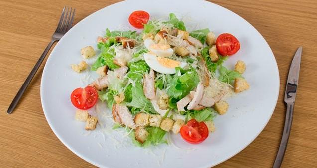 Салат с филе курицы диетический