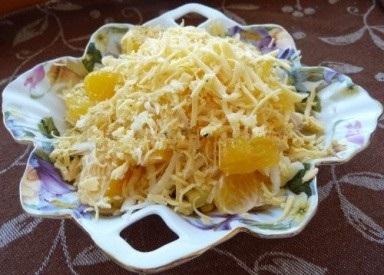 Куриный салат с сыром и апельсином