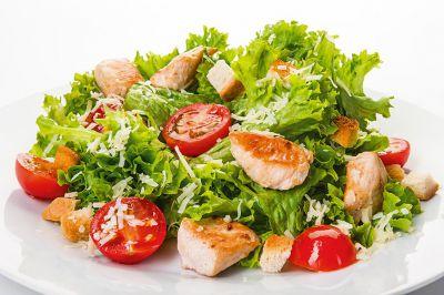 Салат с курицей и грибами диетический
