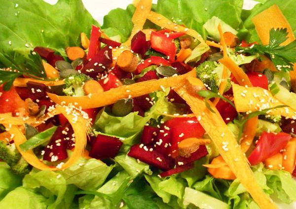 Салат с куриной печенью, корейской морковкой и перцем