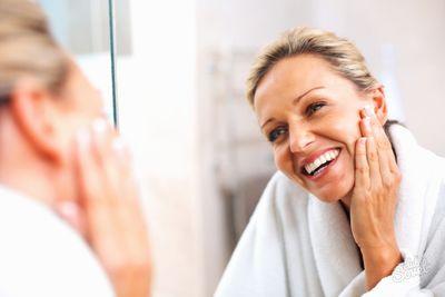 Уход за жирной кожей лица после 40 лет