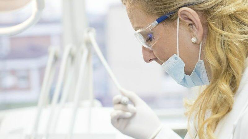 Чем занимается эндодонтолог?