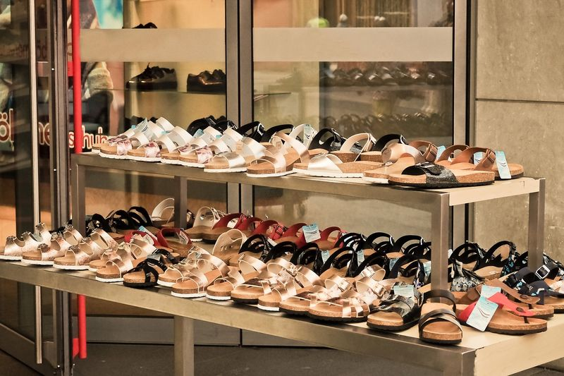 Особенности выбора летней женской обуви